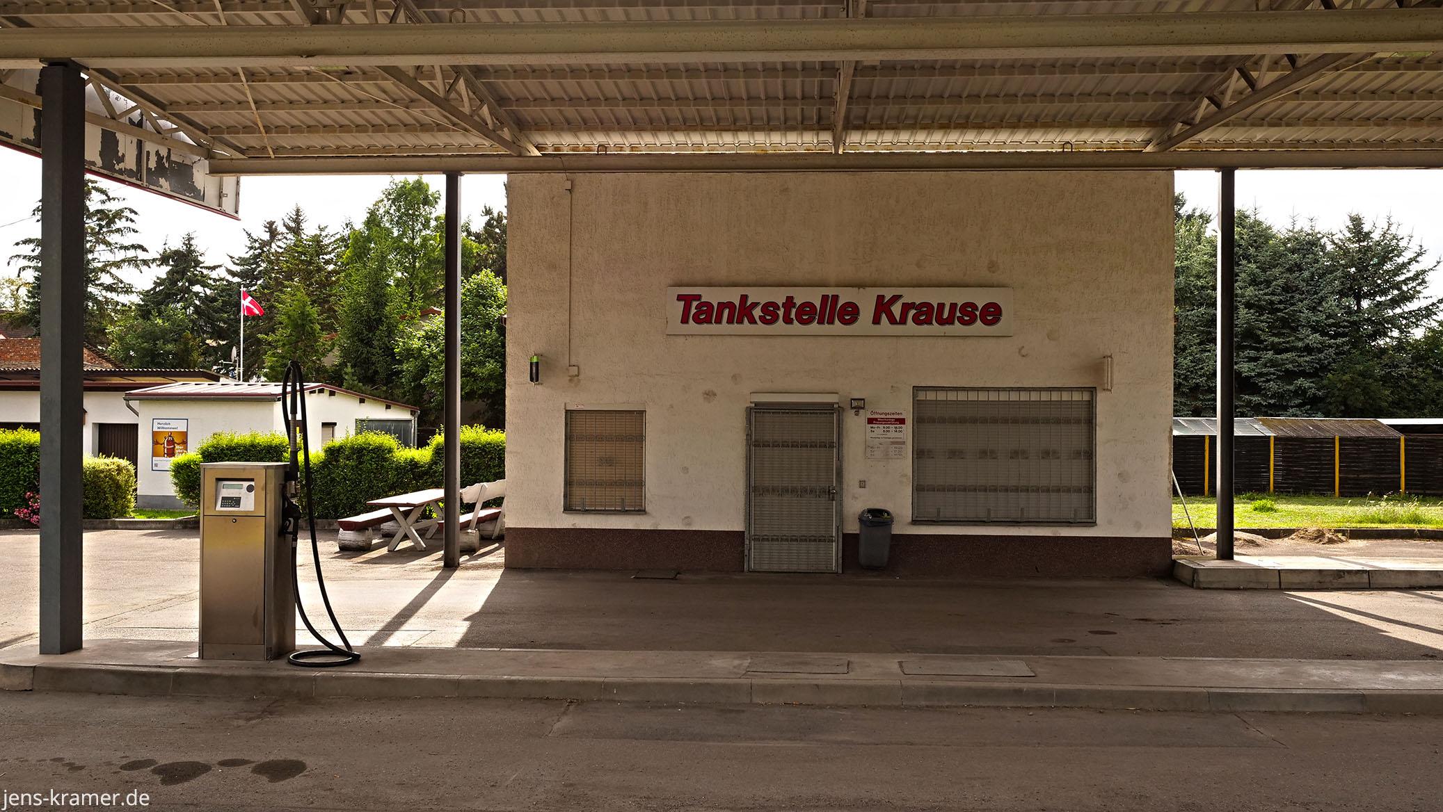 Tankstelle in der Kleinstadt